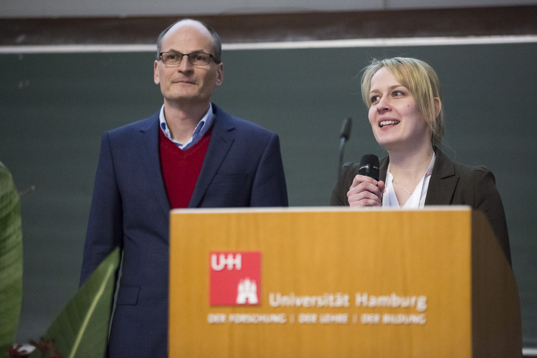 Hartmut Schlüter (Universitäts-Klinikum Eppendorf) und Maria Riedner (Universität Hamburg) begrüßen die Tagungsteilnehmer.