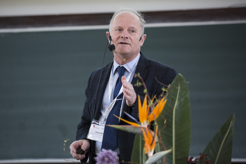 R. J. Dwayne Miller (University of Toronto und MPI für Struktur und Dynamik der Materie, Hamburg) schaut gerne Reaktionen zu.