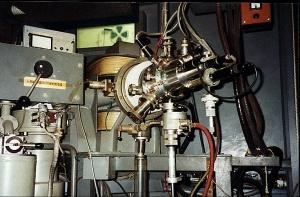 """Elektronenanlagerungsmassenspektrograph (EA-MS) des Forschungsinstituts """"Manfred von Ardenne"""" (Dresden)"""