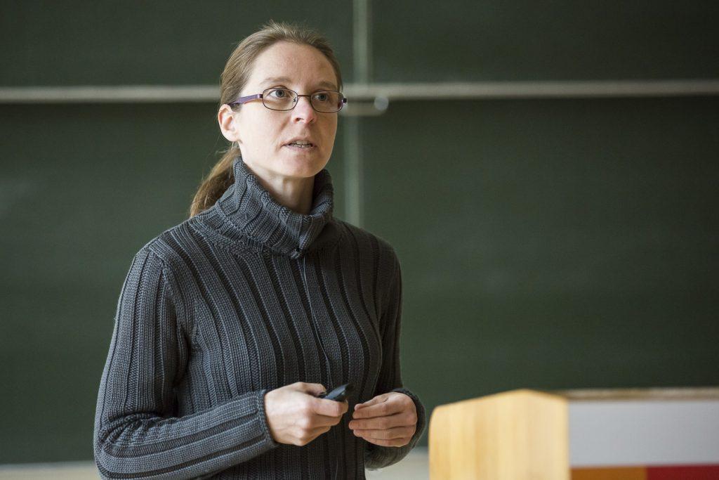Valérie Gabelica (CNRS, Bordeaux) beim Vortrag.