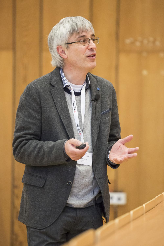 Richard A. J. O'Hair (University of Melbourne) spricht über Ionenchemie in der Gasphase.