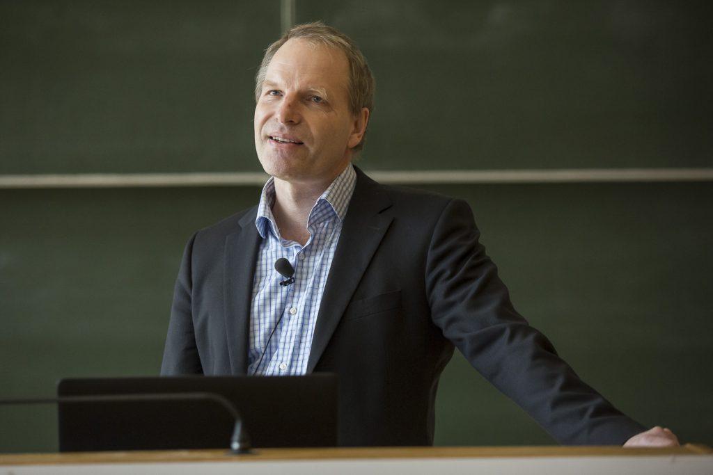 Klaus Dreisewerd (Universität Münster) trägt über seine Arbeiten zur MALDI-MS vor.