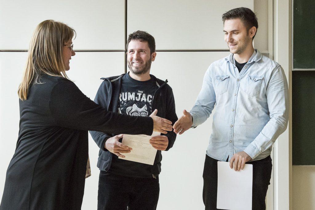 Zu den Jochen Franzen-Posterpreise gratuliert Andrea Sinz Sebastian Weske (Universität Göttingen) und Waldemar Hoffmann (Freie Universität Berlin).