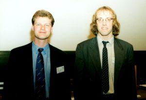 Das Bild oben zeigt Detlev Schröder (rechts) und Wolfgang Kleinekofort (links).
