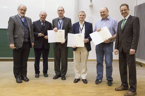 DGMS-Vorsitzender Michael Linscheid (HU Berlin), Jury-Vorsitzender Wolf-Dieter Lehmann (DKFZ Heidelberg) die Preisträger John S. Cottrell und David M. Creasy (Matrix Science), Jürgen Cox (MPI Martinsried) und Michael Desor (Waters) nach der Preisverleihung.