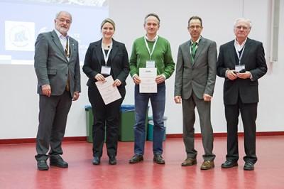 Von links Michael Linscheid, die beiden Preisträger Jana Seifert, Martin von Bergen, Michael Desor (Waters) und Jury-Vorsitzender Wolf-Dieter Lehmann.