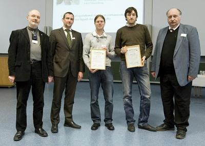 Nach der Preisverleihung stehen fürs Gruppenbild (von links) Wolfgang Schrader, Andreas Waßerburger (Agilent), Jens Sproß, Jörg Seidler, Jürgen Grotemeyer.