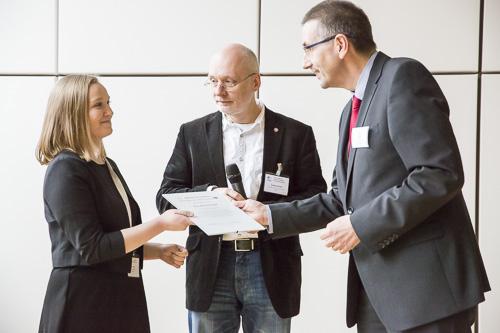 Von links: Ina Brümmer (Universität Stuttgart), Jury-Vorsitzender Wolfgang Schrader (MPI Mülheim), Georg Kneer (Agilent)