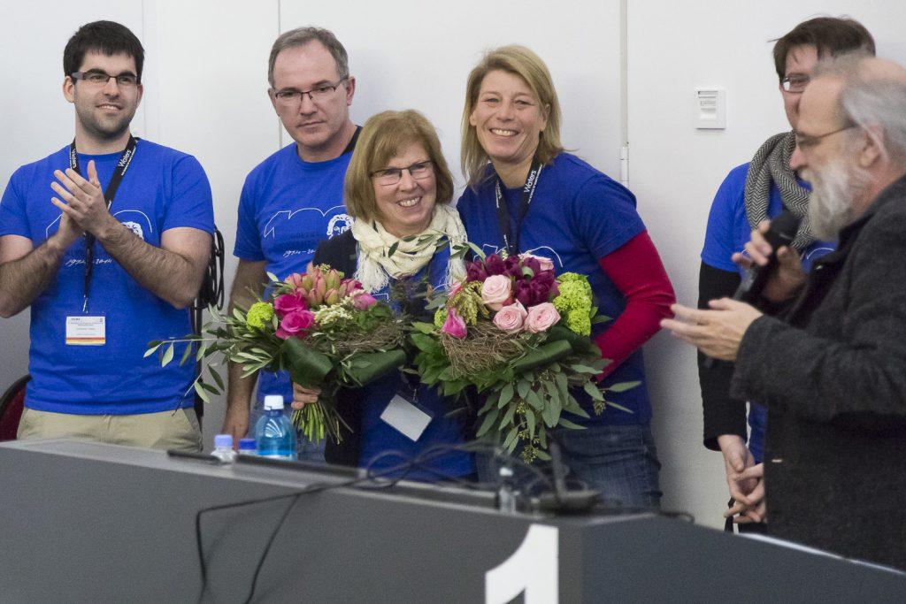 Michael Karas dankte ganz explizit Ute Bahr und Kathrin Cartsburg mit Blumen für ihr Organisationstalent, das maßgeblich zum reibungslosen Verlauf der Veranstaltung beitrug.