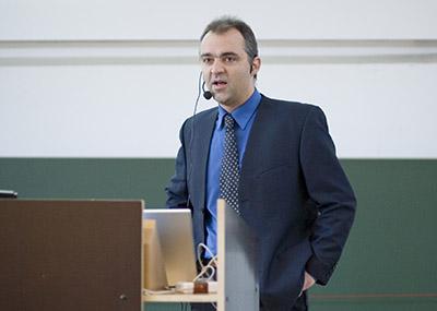 Matthias Wilm beim Vortrag.