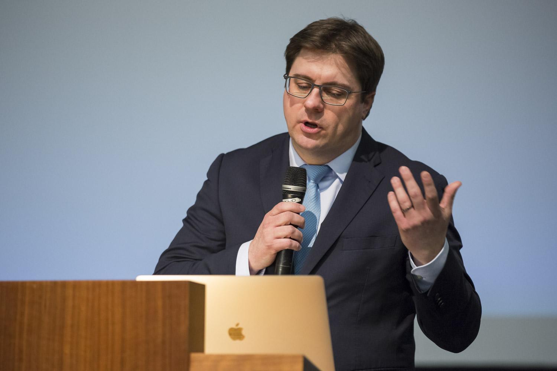 Carsten Engelhardt bei seinem Vortrag Arbeiten zur ICP-MS einzelner Nanopartikel.